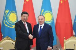 El presidente chino Xi Jinping en Kazajistán con su homólogo Nursultan Nazarbayer