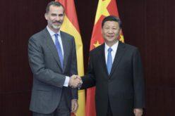 Presidente chino Xi Jinping dialogó con el rey de España, Felipe VI; dice concede gran importancia a relaciones chino-españolas