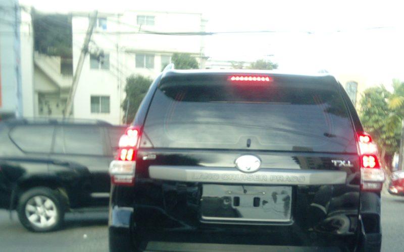 Se sigue transitando en vehículos sin placas en RD, a pesar de que nueva Ley manda exhibir dos
