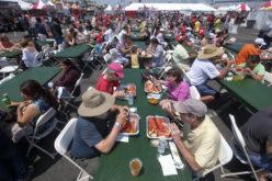 La gran comilona en el Festival Anual de Langosta de Los Angeles, California, EEUU…