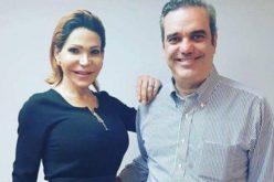 """Sacerdote cuestiona que Luis Abinader aparezca en foto con Mía Cepeda y califica la imagen de """"mojiganga"""""""