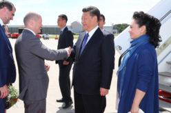 El presidente chino Xi Jinping, y su esposa Peng Liyuan, llegando a Hamburgo para participar en la Cumbre del Grupo de los 20