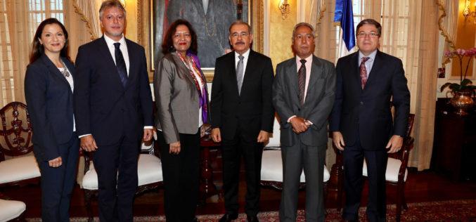 Directora del Banco Mundial para el Caribe visita al presidente Medina