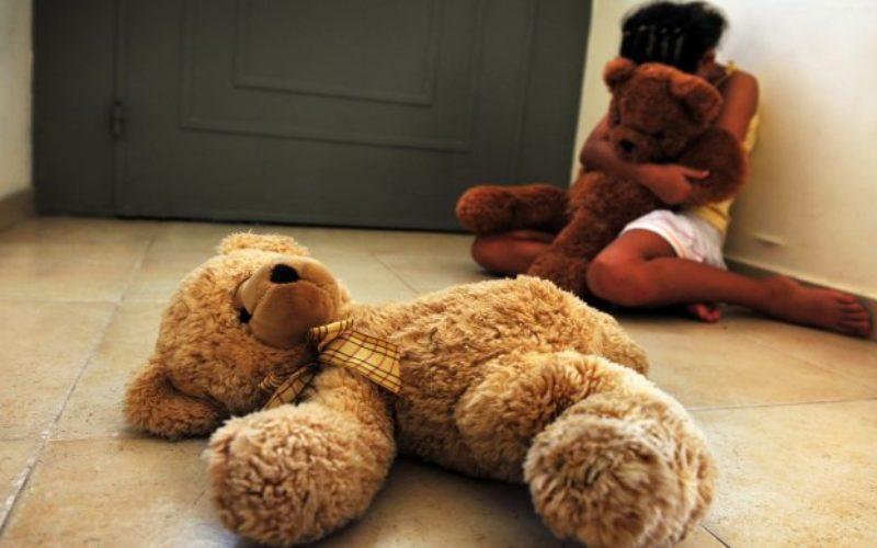 El muchacho de 15 años violó a su hermanita, de 8