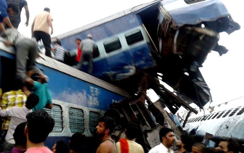 Se reportan 20 muertos y mas de 50 heridos por descarrilamiento de tren de pasajeros en la India
