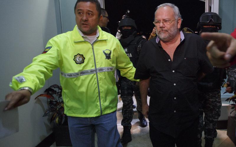 Ex ministro de Hidrocarburos se entregó a las autoridades; está condenado por corrupción en Petroecuador