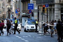 """Estado Islámico amenaza en video con """"vengar"""" muerte de terroristas que participaron en atentado de Barcelona"""
