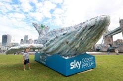 En Londres, gigantesca ballena de plástico para concienciar sobre la comtaminacion de ese material en el océano