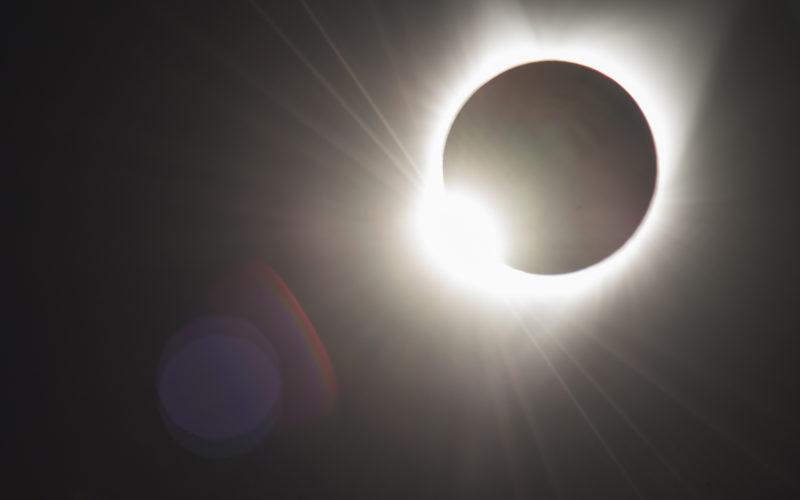 La luna eclipsando el sol en su totalidad…