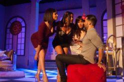"""Hony, Evelyna y Laura """"se comen"""" a Joséguillermo en """"Tres""""… Todo un éxito; sigue en escena el próximo viernes"""