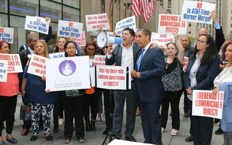 Congresista Adriano Espaillat y El Pachá encabezan protesta en NY en reclamo de que repongan TV Dominicana en DirecTV y AT&T