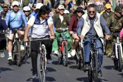 Evo Morales, el presidente de Bolivia, dando pedales…