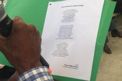 """(Video) Danilo Medina, feliz, muy feliz, con el """"poema en décima"""" que le hicieron a su Visita Sorpresa"""
