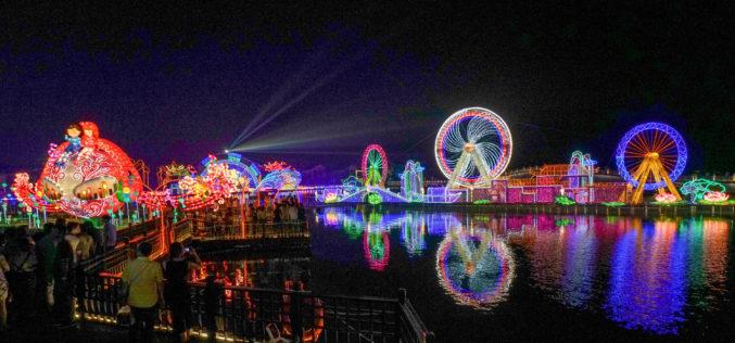 Linternas de colores, todo un espectáculo en un antiguo pueblo de China