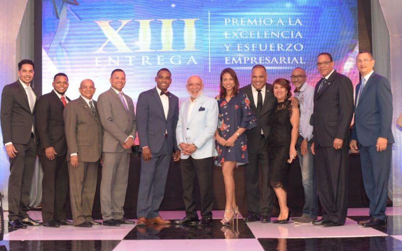 Cámara de Comercio y Producción de San Cristóbal reconoce a personaliddes a personalidades y empresas