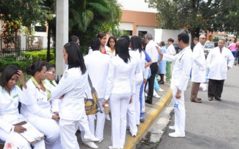Luis Abinader exhorta al Gobierno a cumplir acuerdos con médicos