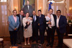 (Video) El Pachá, cachicha.com, Kinito y Emilio Angeles recibidos por el presidente Medina en Palacio