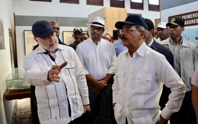 En recorrido por centro histórico de La Isabela, PP, ministro Cultura valora apoyo del presidente Medina al sector