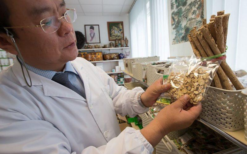 La medicina tradicional en China aumentó un 20% este año