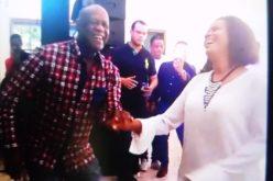 (Video) Marivell Contreras bailando «ripiao» con Johnny Ventura «Salsa pa' tu lechón»…
