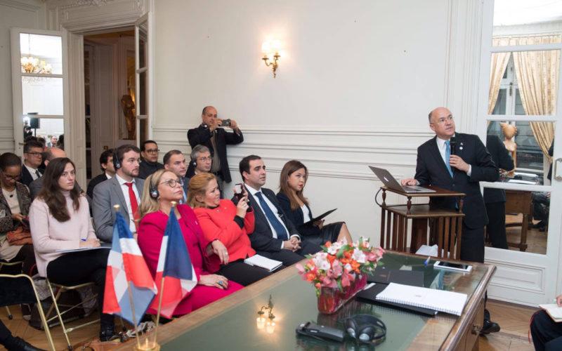 Ponen de relieve en París, Francia, el potencial de RD para el desarrollo de energía renovable