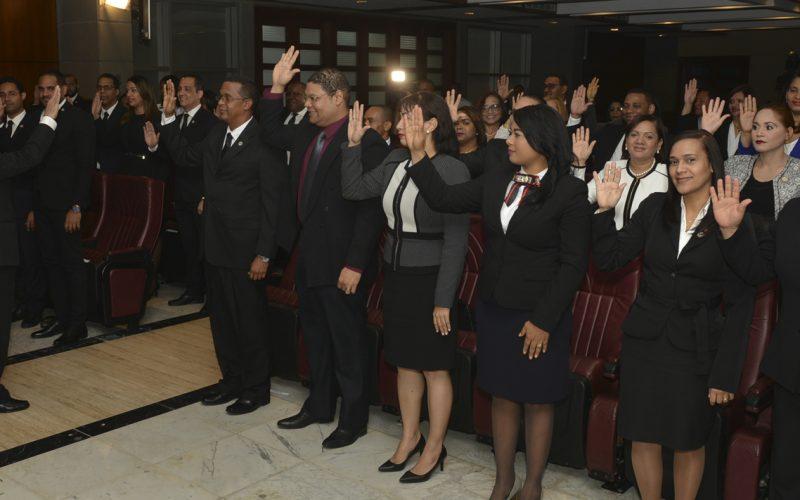 Ascendidos y juramentados para nuevas posiciones 45 juezas y jueces en distintas jurisdicciones