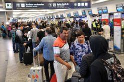 Afecta a 60 mil pasajeros en Argentina huelga de gremios aeronáuticos