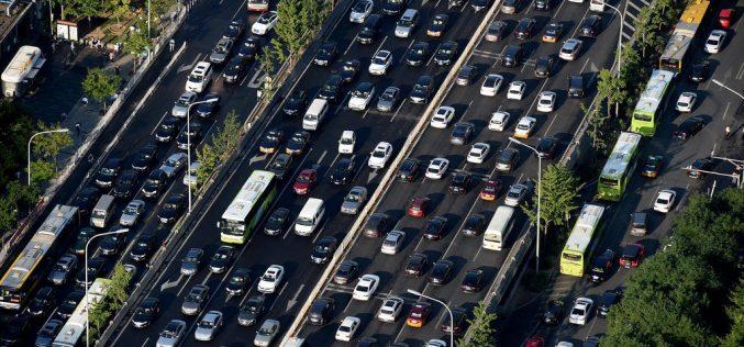 Para descongestionar el tránsito, en China están pagando a conductores para que no salgan en sus vehículos