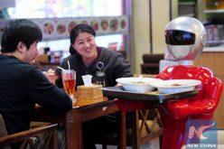 Los camareros-robots ya comenzaron a servir en restaurantes de China