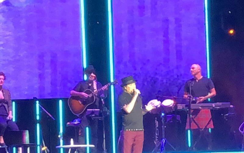 (Video) Joaquín Sabina «le niega y le da todo» al público dominicano en una única función de su concierto