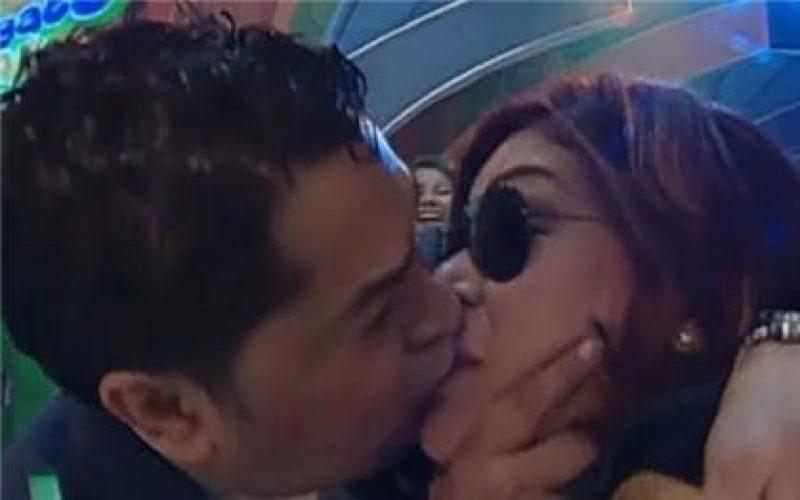 (Videos) El Pachá y sus escandalosos besos a mujeres… y hombres, en tv