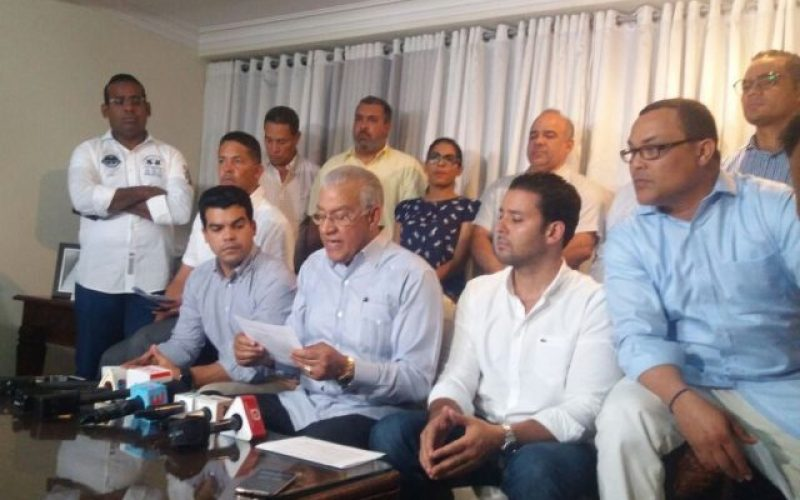 Mientras Andrés Bautista declina candidatura en el PRM, publican encuestas que dan como ganadores a José Paliza y Carolina Mejía