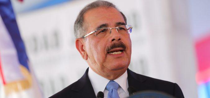 Presidente Medina exhorta a dominicanos a seguirse esforzando por prosperidad del país en mensaje por Día del Trabajo