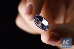 El diamante puede doblarse y estirarse como goma y volver a su forma original, establecen científicos
