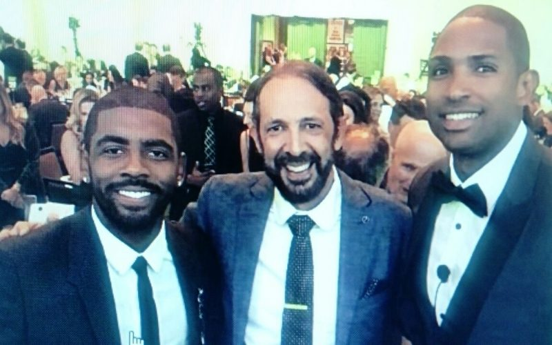"""Juan Luis Guerra con Al Horford y Kar Irvin… """"¡Go @Celtics !"""""""
