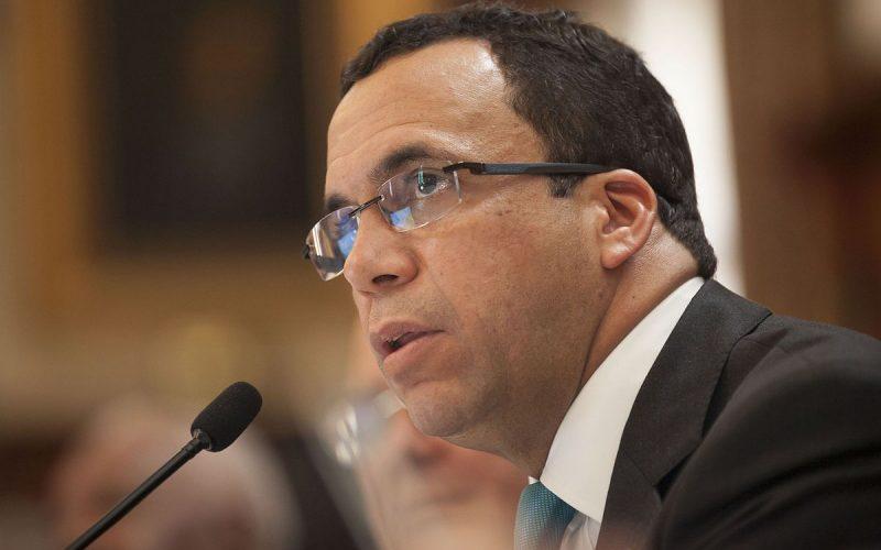 Ministro de Educación, Andrés Navarro, niega vaya a renunciar