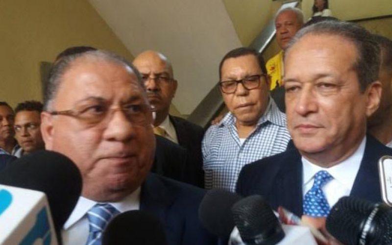 En efecto, Reinaldo Pared y Monchy Fadul fueron a pedirle a Martínez Pozo y Dany Alcántara que suspendieran la rueda de prensa