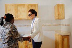 Al Horford y Amelia Vega donan a través de Sur Futuro 13 viviendas a igual número de familias de PP afectadas por inundaciones