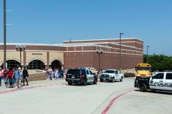 Al menos un muerto en tiroteo en escuela secundaria de Dallas, Texas, EEUU