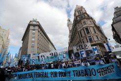 En Argetina protestan exigiendo «pan y trabajo» al gobierno del presidente Macri