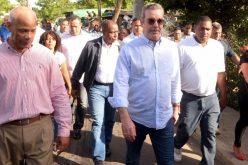 Luis Abinader llama al Gobierno a crear política de atención prioritaria para problemas sociales