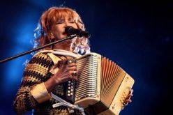 """(Video) La Vieja Fefa (""""O te meneas o te apeas"""") promueve Festival del Ron que incluye actuación de Gilberto Santa Rosa en anfiteatro de PP"""