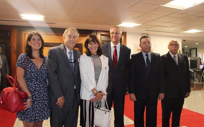Nueva embajadora de EEUU en RD llegó esta tarde; vino acompañada de su esposo e hija