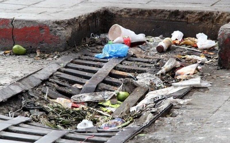 Experto considera ciudadanos, más que alcaldías, deben prevenir contaminación por plásticos y otros desechos luego de lluvias