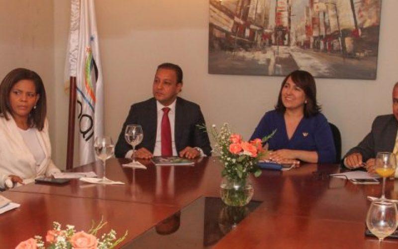 Alcalde de Santiago trata con ejecutivos de Acroarte posibilidad de que la ciudad sea sede de la próxima entrega del premio Soberano