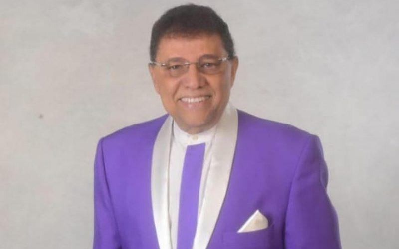 ¿Se metió a peledeísta Domingo Bautista con su traje morado…?