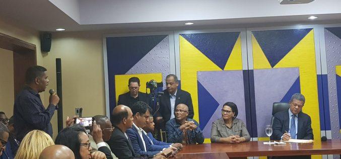El lío que ha armado Leonel por ponerse a escuchar a dirigentes del PLD…