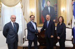 Fernando Garea, presidente de agencia de noticias EFE, recibido por el presidente Danilo Medina en su despacho