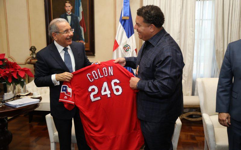 Bartolo Colón también echó su «conversao» con el presidente Danilo Medina este jueves; ayer lo hizo Albert Pujols