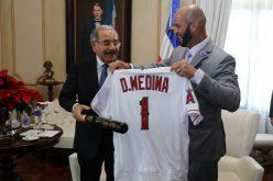 (Video) Albert Pujols recibido por el presidente Danilo Medina en el Palacio Nacional